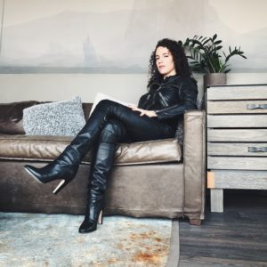 Prodomme Mistress Blunt in leather